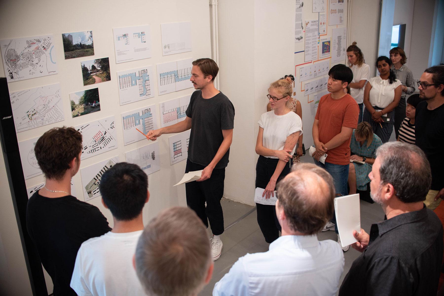 IBA'27-School 2019: Studierende präsentieren ihre Ergebnisse in der ifa-Galerie (Bild: Ishika Alim / IBA'27)