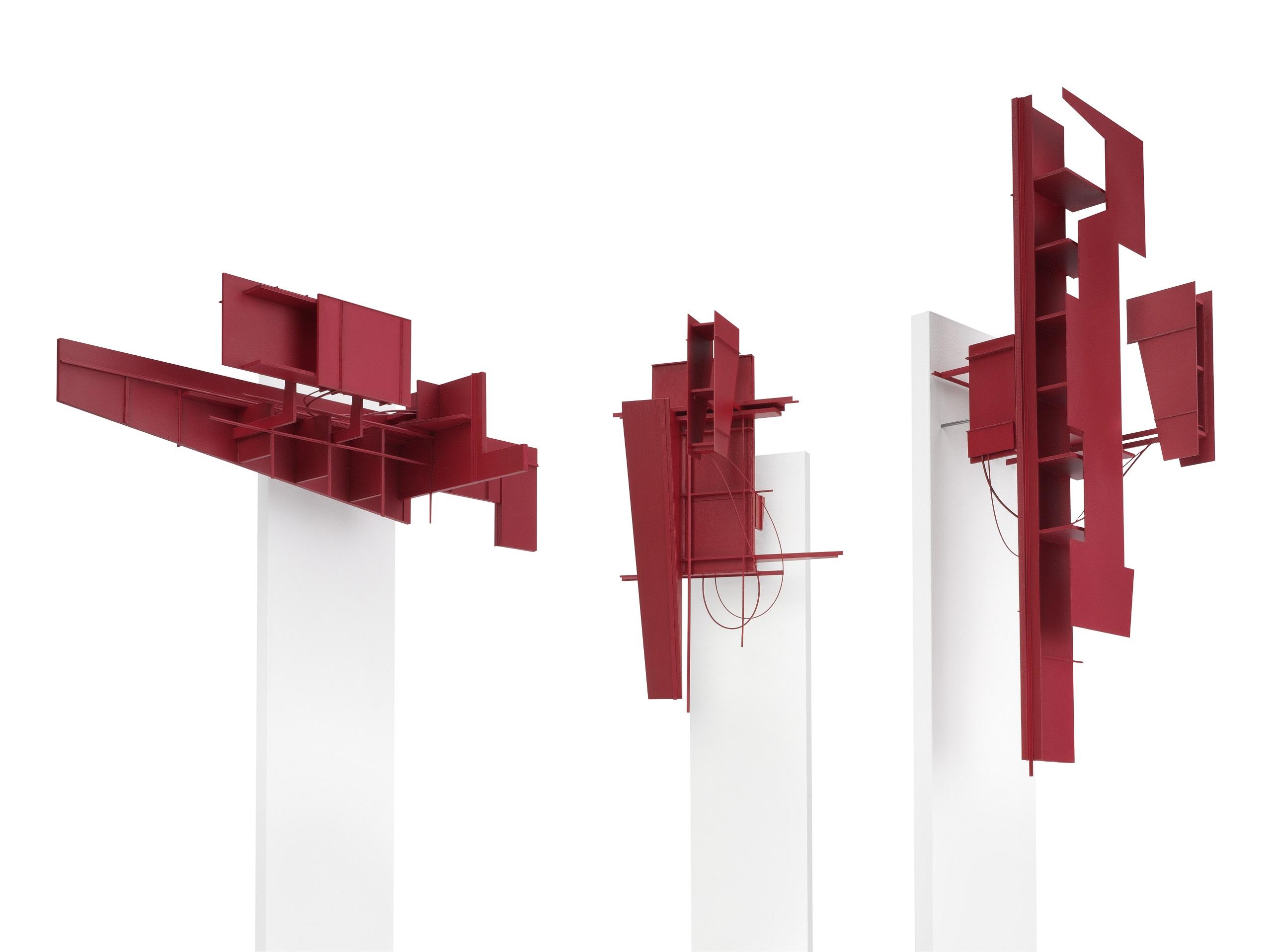 Karl-Heinz Bogner, Ohne Titel, 2016, Objektgruppe Holz, Karton, MDF, Acrylfarbe, Höhe mit Sockel: 139 cm