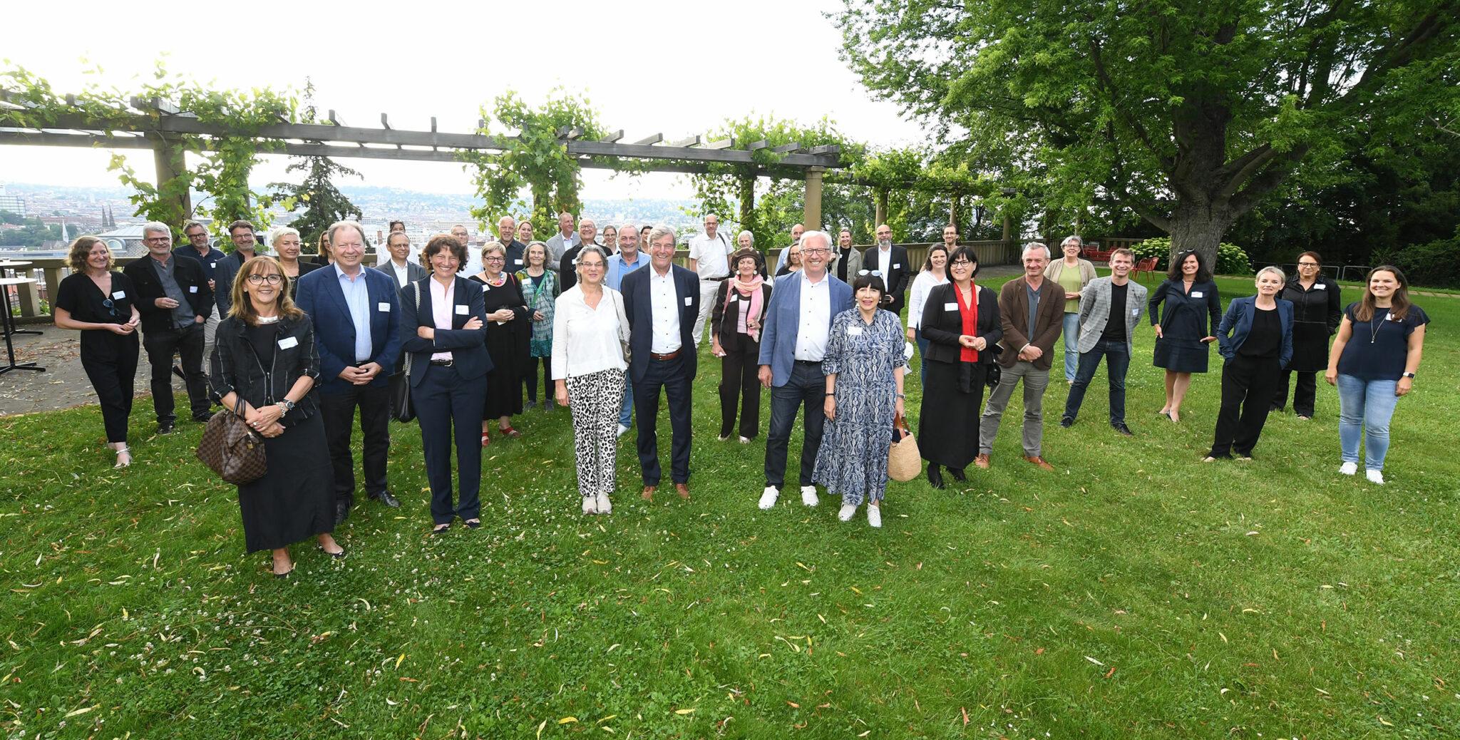Teilnehmende der Gründungsveranstaltung der IBA'27 Friends e.V. am 24.06.2021 in Stuttgart (Bild: IBA'27 / F. Kraufmann)