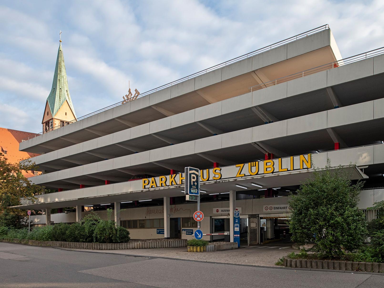 Das Züblin-Parkhaus in der Stuttgarter Leonhardsvorstadt. Hier könnte ein ganz neuer und vielfältig genutzter Stadtbaustein entstehen. (Bild: IBA'27 / Niels Schubert)