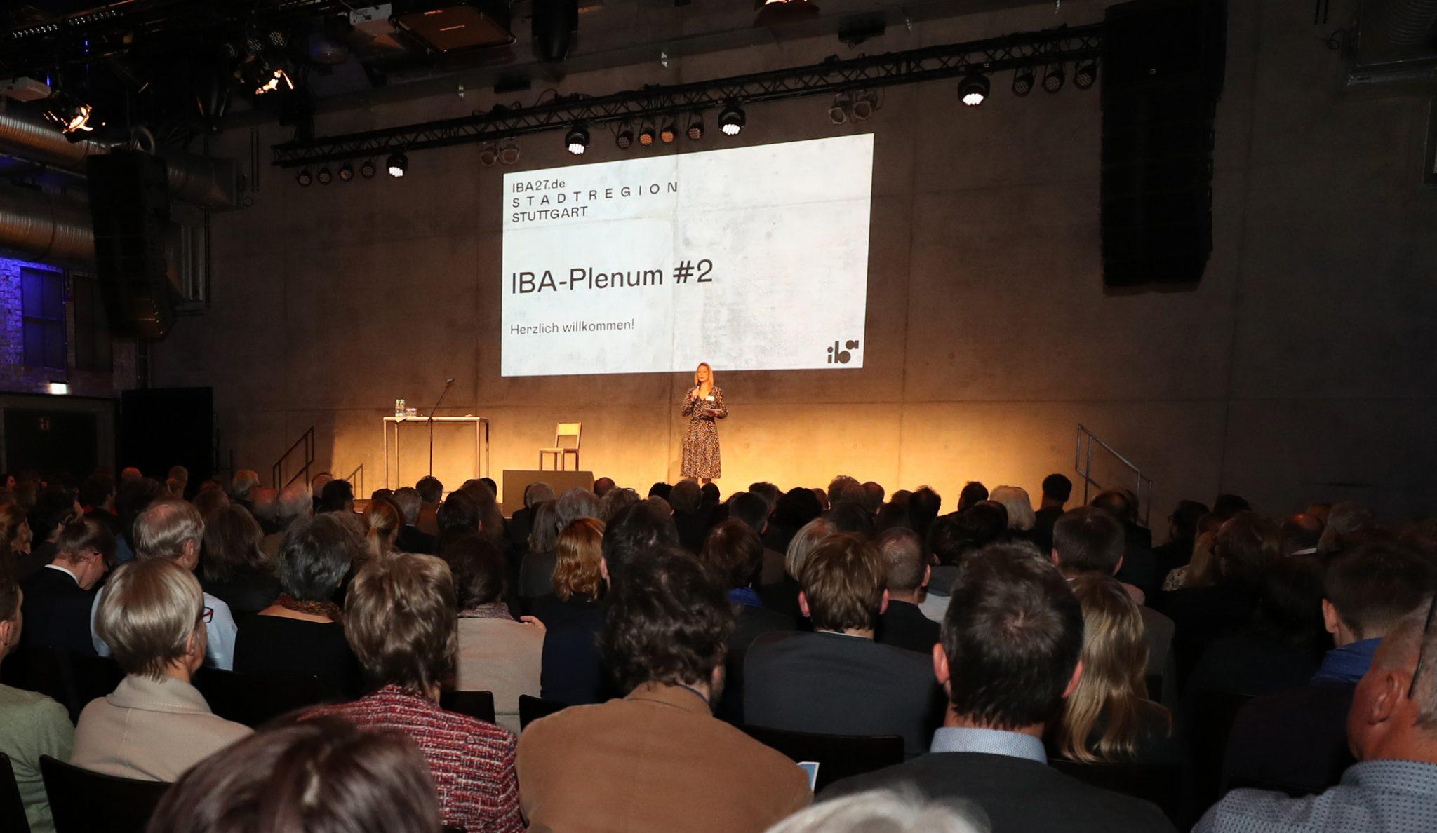IBA-Plenum #2 in den Stuttgarter Wagenhallen (Foto: Franziska Kraufmann/IBA'27)